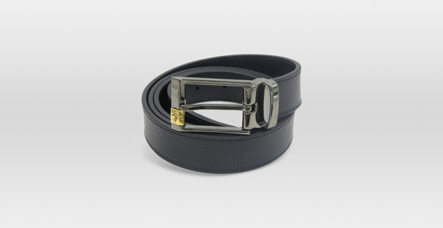 05.Versace-Collection-Men's-Black-Pebbled-Leather-Medusa-Belt