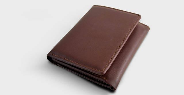 05-mens-rfid-blocking-trifold-leather-wallet-with-id-window