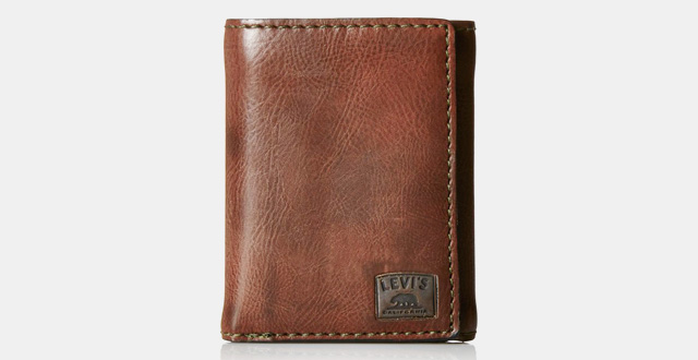 06-levis-mens-trifold-wallet-with-stick-detail-and-logo