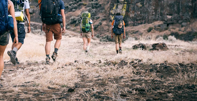 guide-to-buy-best-items-for-men-while-hiking