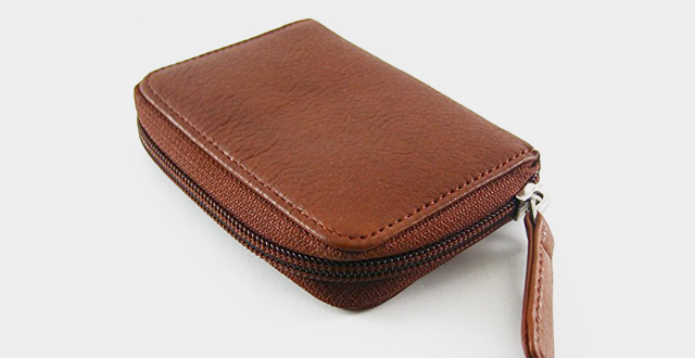 07-osgoode-marley-eight-hook-zip-key-case-with-valet