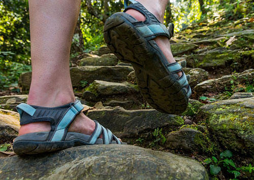 4851583d2bf7 Here are some of the factors that you need to consider when choosing a pair  of hiking sandals